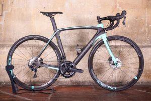 bianchi-oltre-xr3-disc-ultegra-aero-road-bike-12
