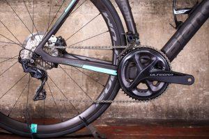 bianchi-oltre-xr3-disc-ultegra-aero-road-bike-8