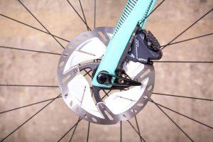 bianchi-oltre-xr3-disc-ultegra-aero-road-bike-6