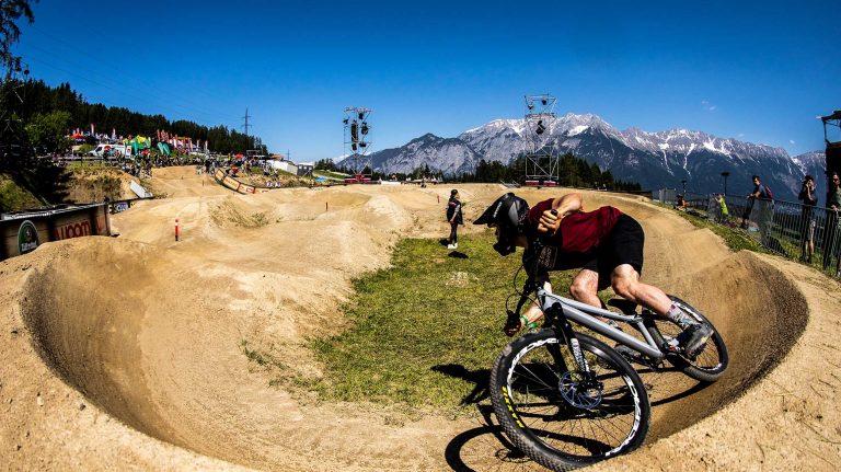 2020-Devinci-Sabbath-pump-track-mtb-dirt-jumper-mountain-bike- action