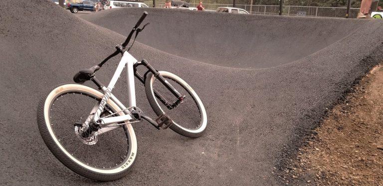 Devinci-Sabbath-Pump-Track-Bike-MTB-Trick-Jumping-action-1