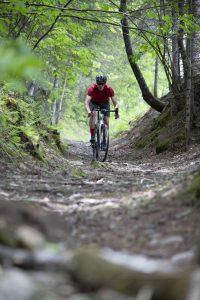 2020-Devinci-Hatchet-Carbon-Apex1-Gravel-Road-Bike-DIsc-action-1