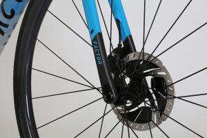 factor-o2-lightweight-roadbike-climbing-endurance-miami-blue-5