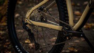 Devinci-Kobain-Trail-Hardtail-MTB-sand-2