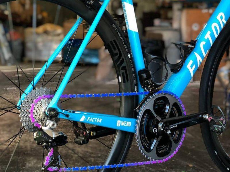 Wend-wax-on-bicycle-chain-wax