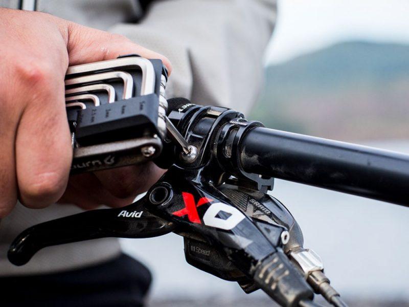 blackburn-wayside-multi-tool-brake-adjustment